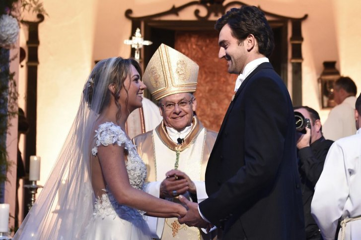 Dochter-president-Santos-stapt-in-het-huwelijksbootje