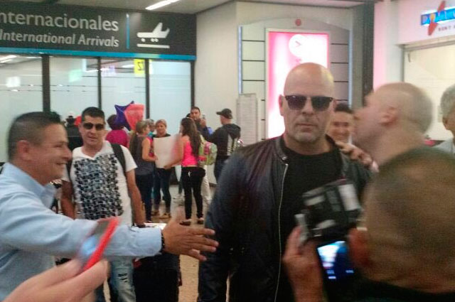 Wat-doet-Bruce-Willis-in-Colombia-1