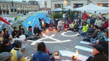 Een maand kamperen op het Simon Bolivar-plein voor de vrede