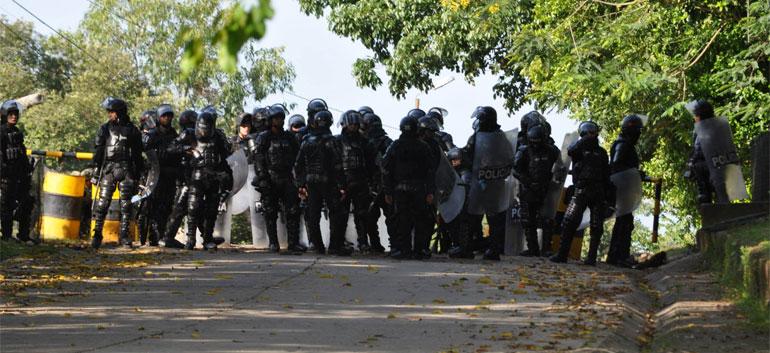 Honderden-Colombianen-vluchten-naar-Venezuela-door-aanwezigheid-paramilitairen
